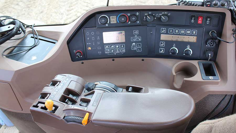 The Artic tractor controls