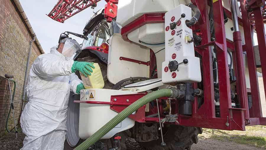 filling sprayer tank