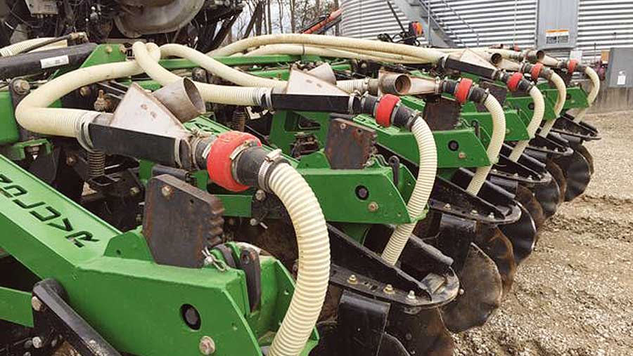 Visum wireless flow blockage sensors mounted on a seed drill