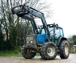 valtra-loader-tractor