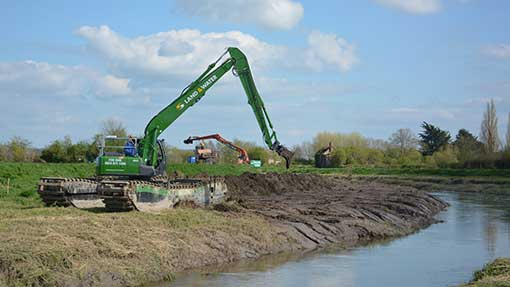 Dredging has started to remove silt from the River Parrett.