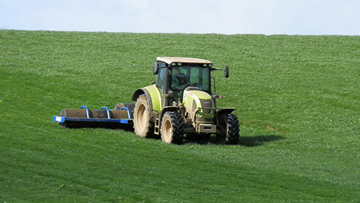 Claas Arion rolling